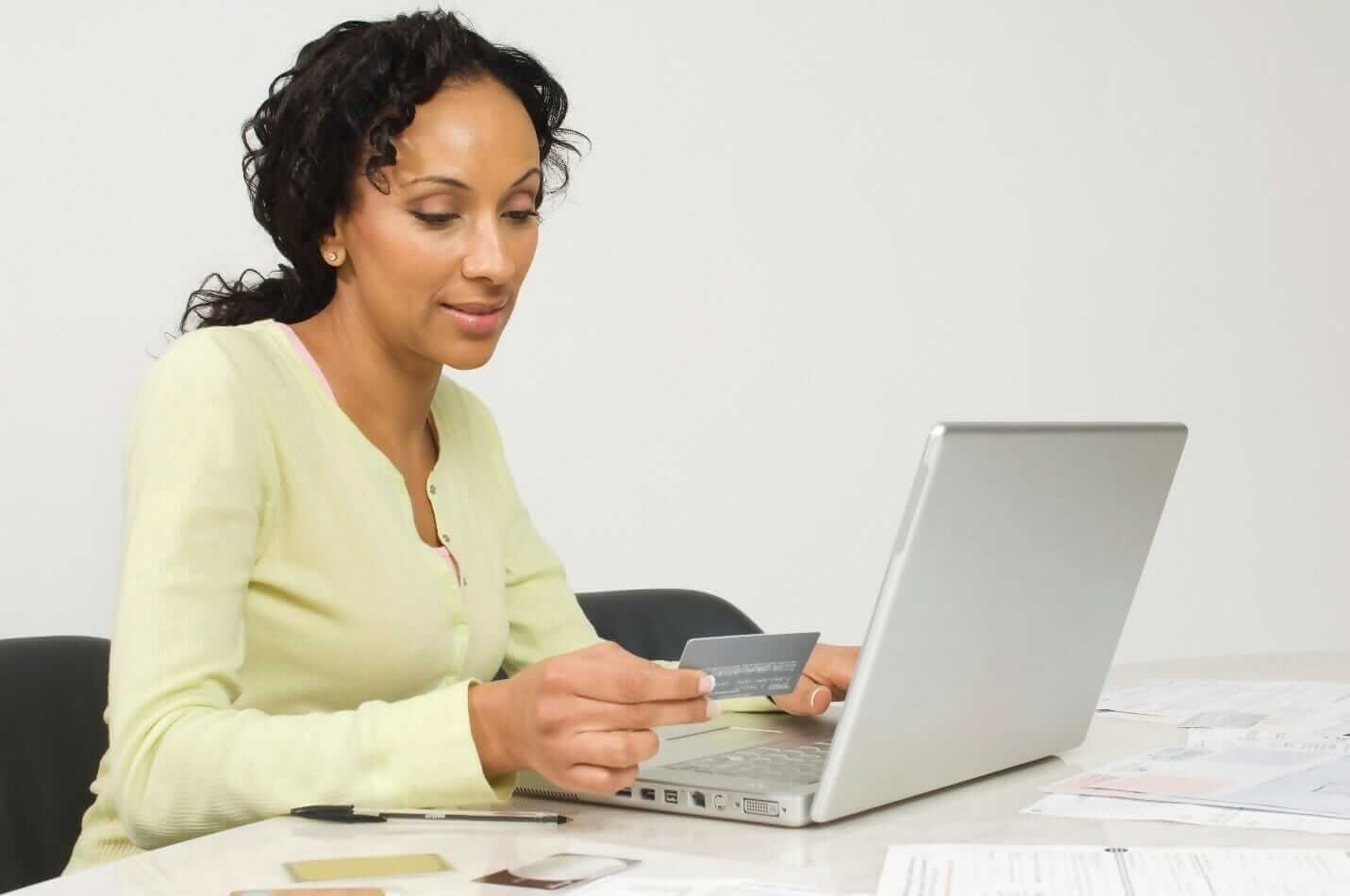 lady looking at affiliate programs for beginners on her computer